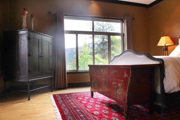 The East Queen Suite
